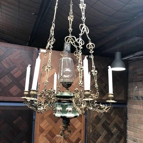 Majolica kerosene lamp